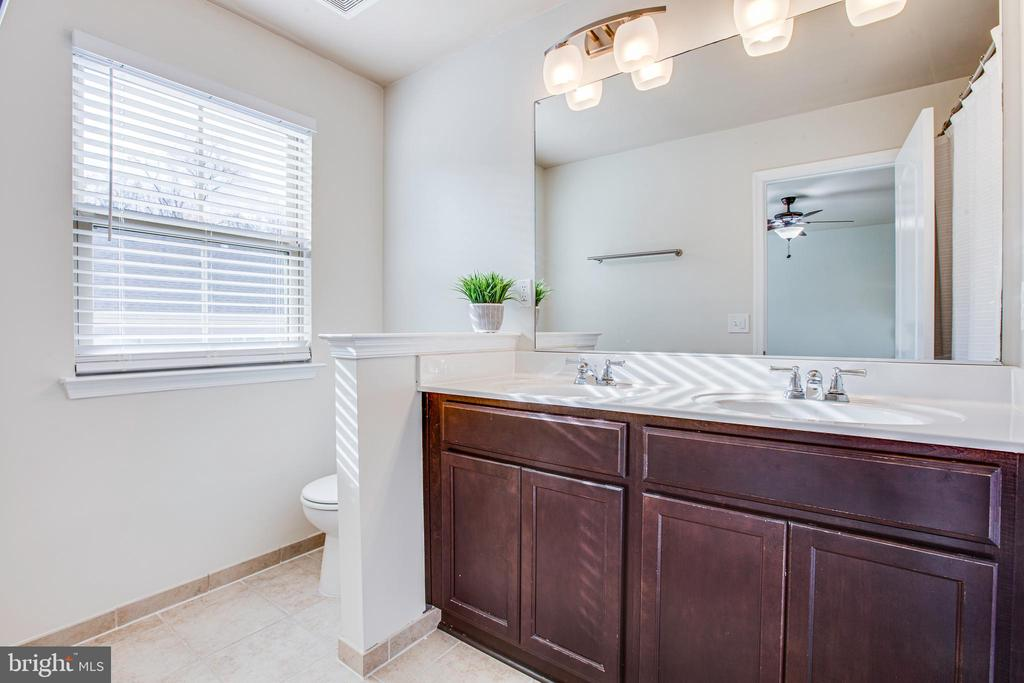 Dual vanity sinks and lots of great natural light - 4515 POTOMAC HIGHLANDS CIR #133, TRIANGLE