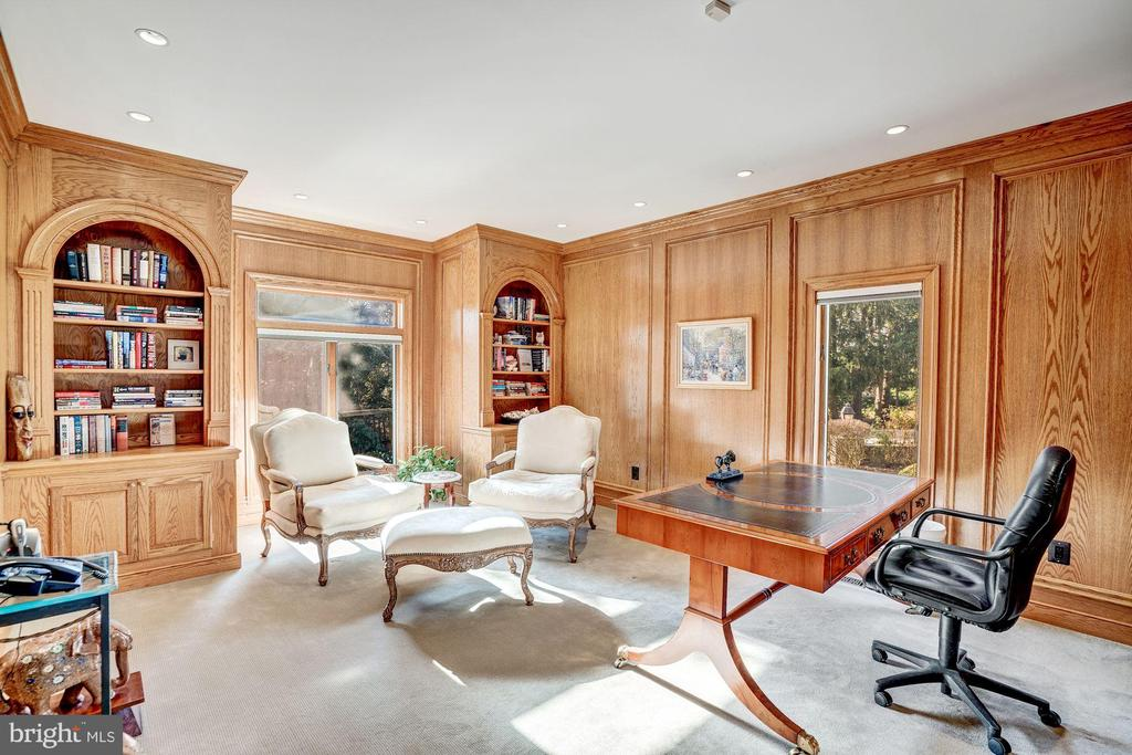 Library/ Study - 6126 RAMSHORN DR, MCLEAN