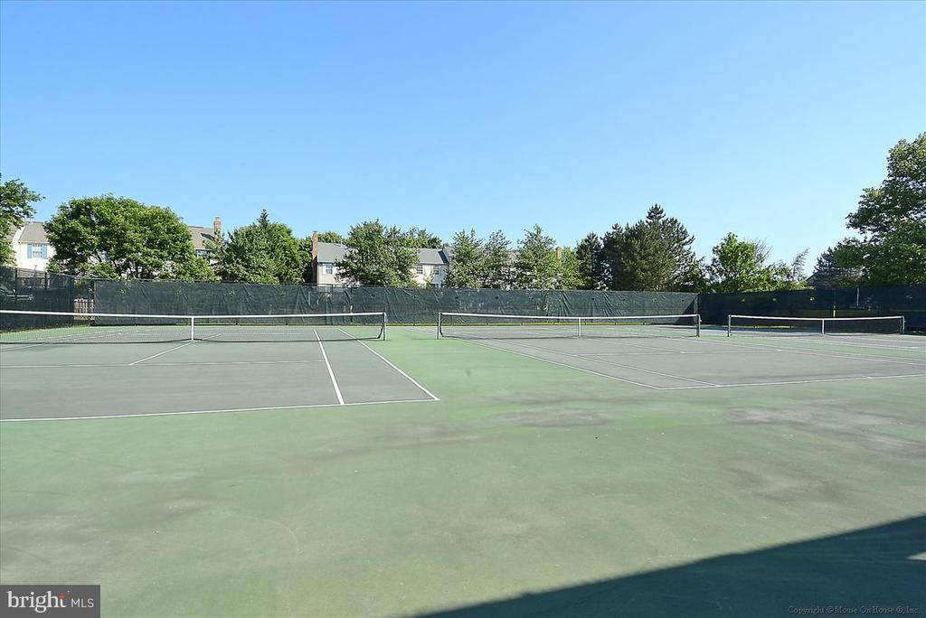 One of the tennis courts in the community - 21072 CARTHAGENA CT, ASHBURN