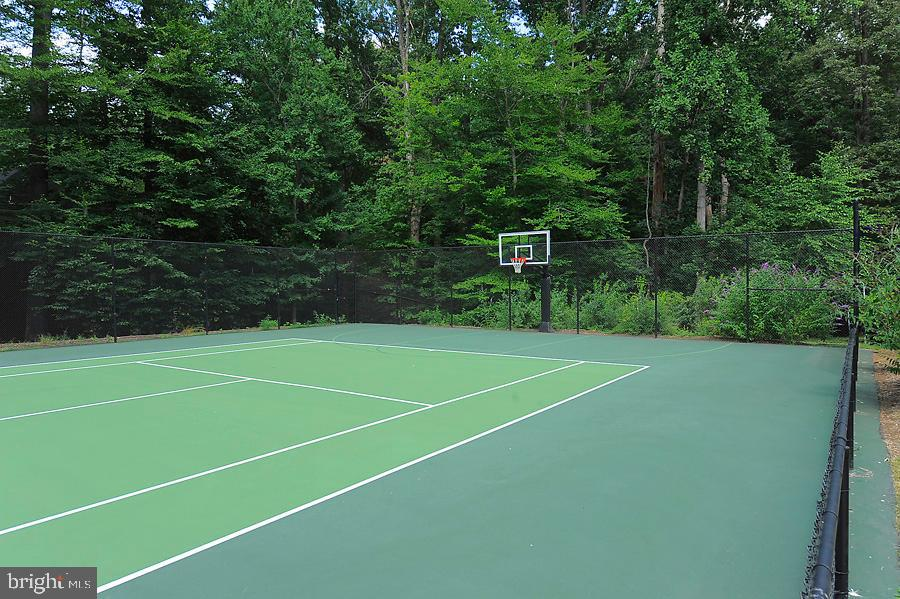 Tennis Court - 7712 GEORGETOWN PIKE, MCLEAN