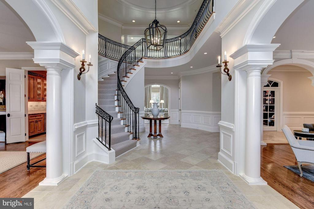 Gand Foyer - 7712 GEORGETOWN PIKE, MCLEAN