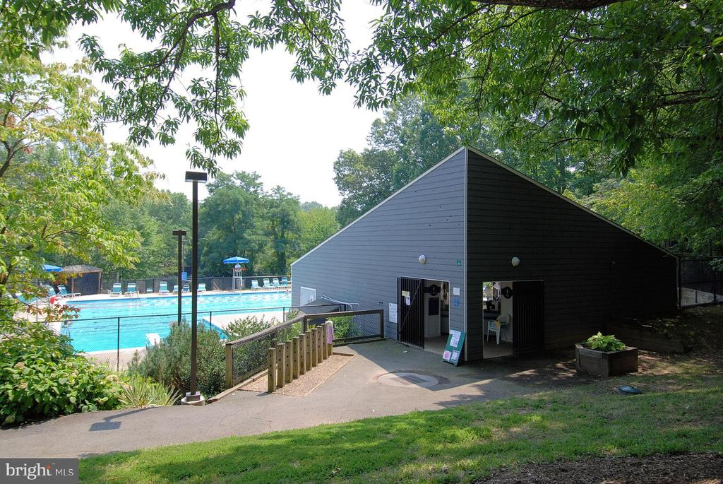 Community pool - 2014 SWANS NECK WAY, RESTON