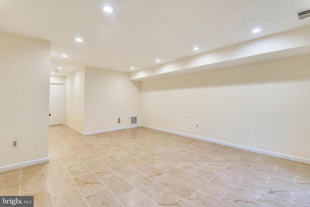 Basement w/storage under stairs & utility room - 2014 SWANS NECK WAY, RESTON