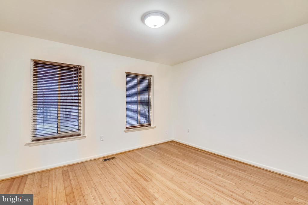 Master bedroom #2 w/en suite - 2014 SWANS NECK WAY, RESTON