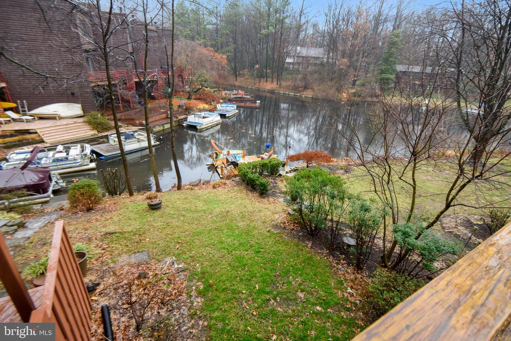 Lake Thoreau right at your back door! - 2014 SWANS NECK WAY, RESTON