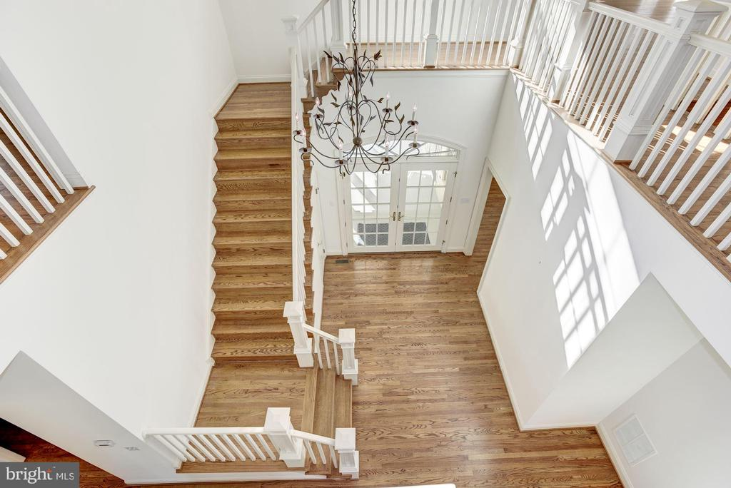 Two-Story Foyer with Stunning Architecture - 1006 BRYAN POND CT, MCLEAN