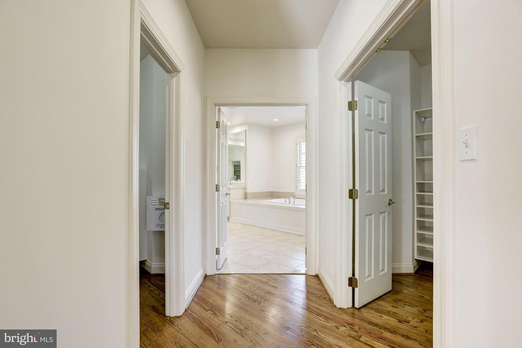 His and Hers Walk-In Closets - 1006 BRYAN POND CT, MCLEAN