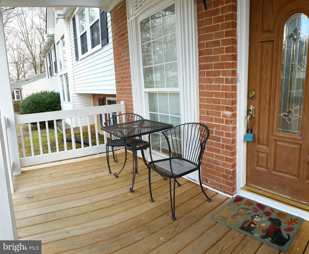 FRONT PORCH - 8607 ANTIOCH CIR, VIENNA