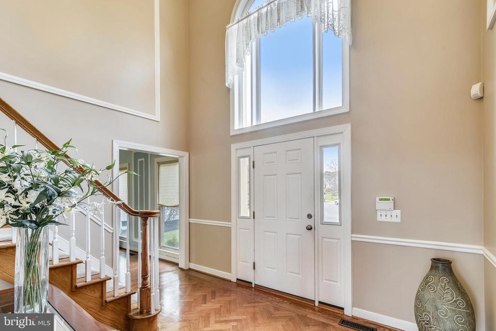 2 Story Entry Foyer - 43347 BUTTERFIELD CT, ASHBURN