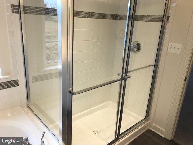 Master Bath - 9836H MAGLEDT RD, PARKVILLE