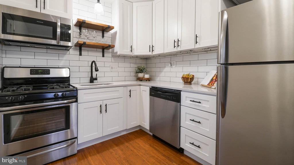 Recently updated kitchen, combo dining - 2600 16TH ST S #685, ARLINGTON