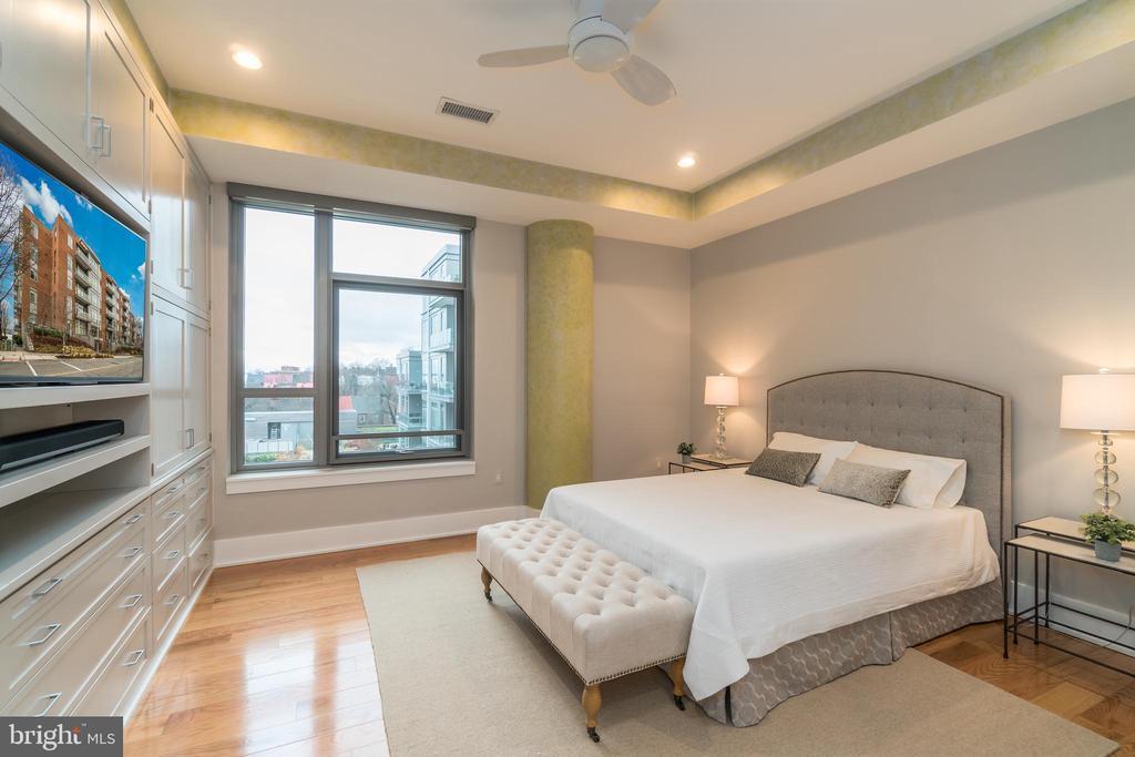 Master Bedroom with screened windows - 601 N FAIRFAX ST #404, ALEXANDRIA