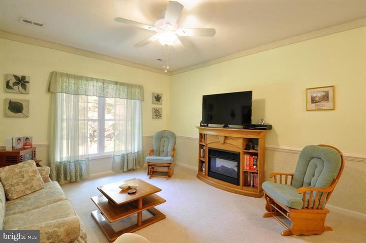 Main floor family room - 9325 WYNDHAM HILL LN, SPOTSYLVANIA