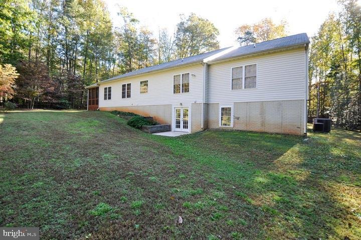 Back of house with walk out basement - 9325 WYNDHAM HILL LN, SPOTSYLVANIA