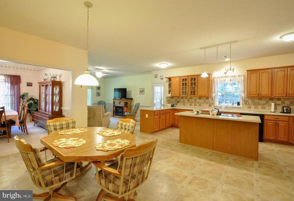 Kitchen has space for table - 9325 WYNDHAM HILL LN, SPOTSYLVANIA