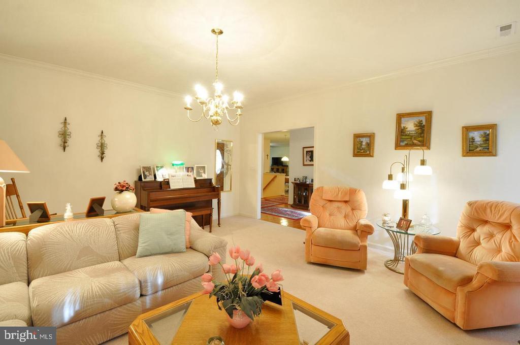 Formal living room - 9325 WYNDHAM HILL LN, SPOTSYLVANIA
