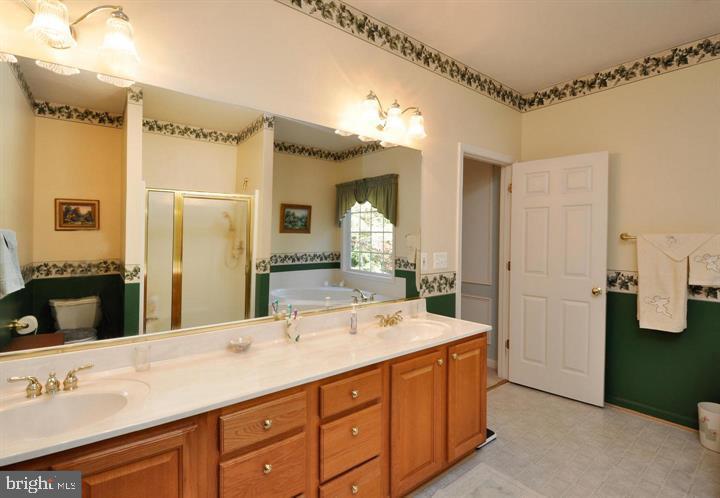 Master bath with double sinks - 9325 WYNDHAM HILL LN, SPOTSYLVANIA