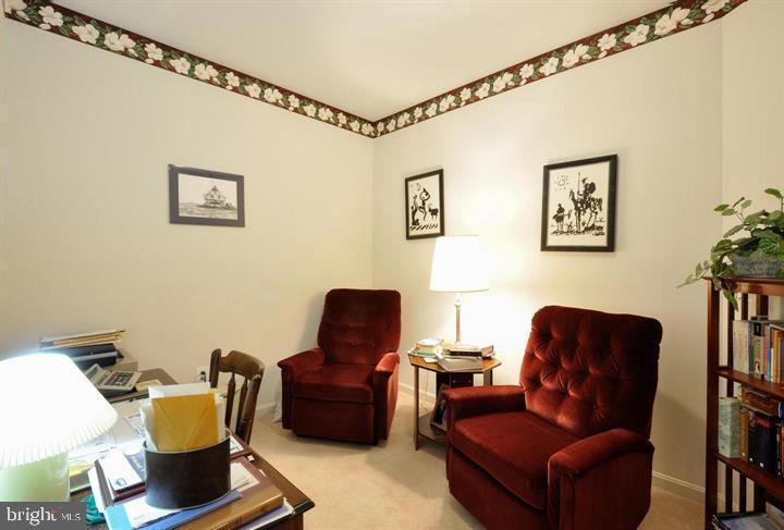 Sitting area of master bedroom - 9325 WYNDHAM HILL LN, SPOTSYLVANIA