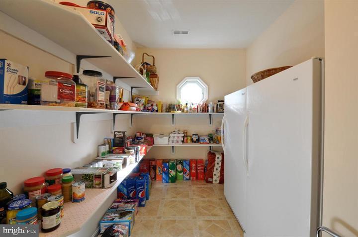 HUGE pantry - 9325 WYNDHAM HILL LN, SPOTSYLVANIA