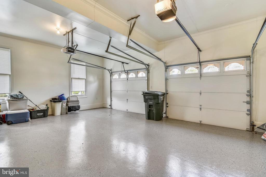 2 Car Garage - 43347 BUTTERFIELD CT, ASHBURN