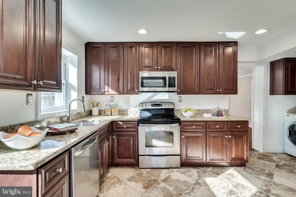 Gorgeous Kitchen - 132 N DONELSON ST, ALEXANDRIA