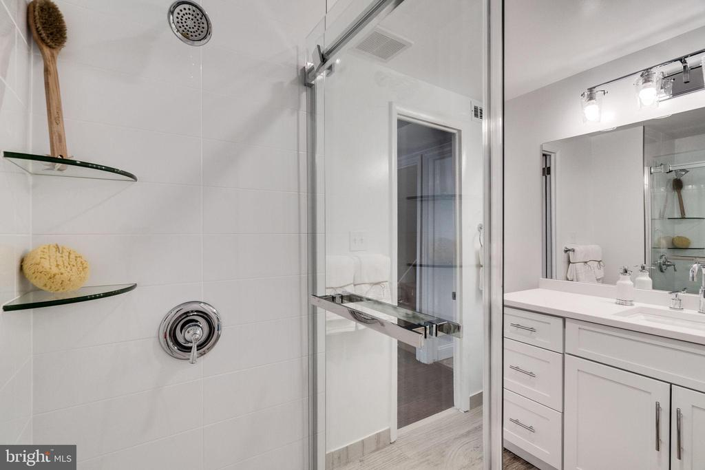 Bathroom New Shower - 132 N DONELSON ST, ALEXANDRIA