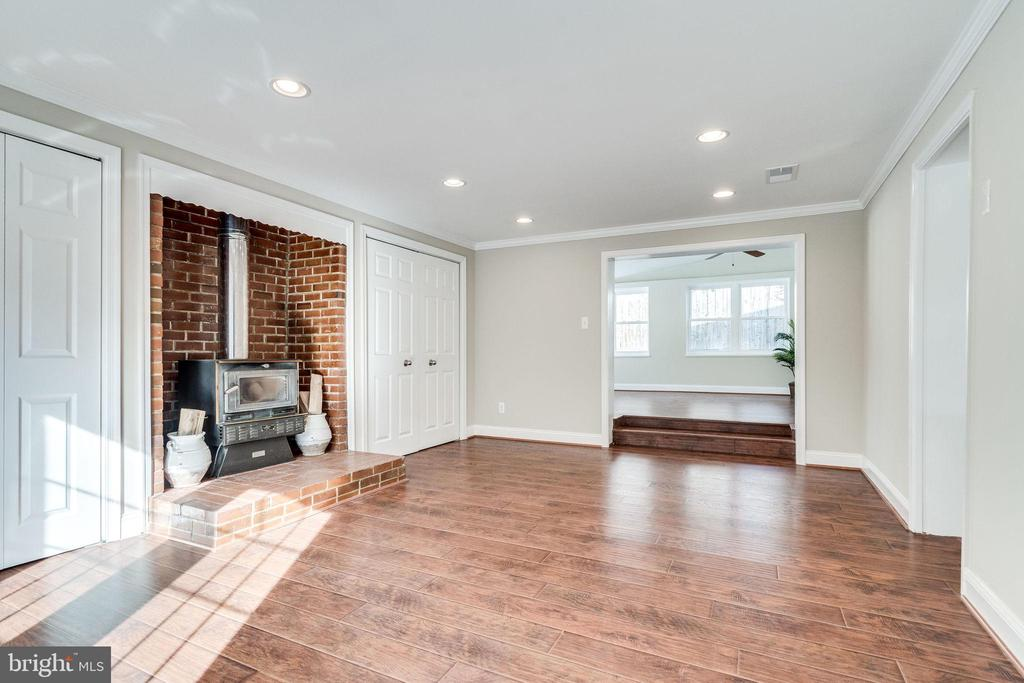 Family Room with Wood Stove - 132 N DONELSON ST, ALEXANDRIA
