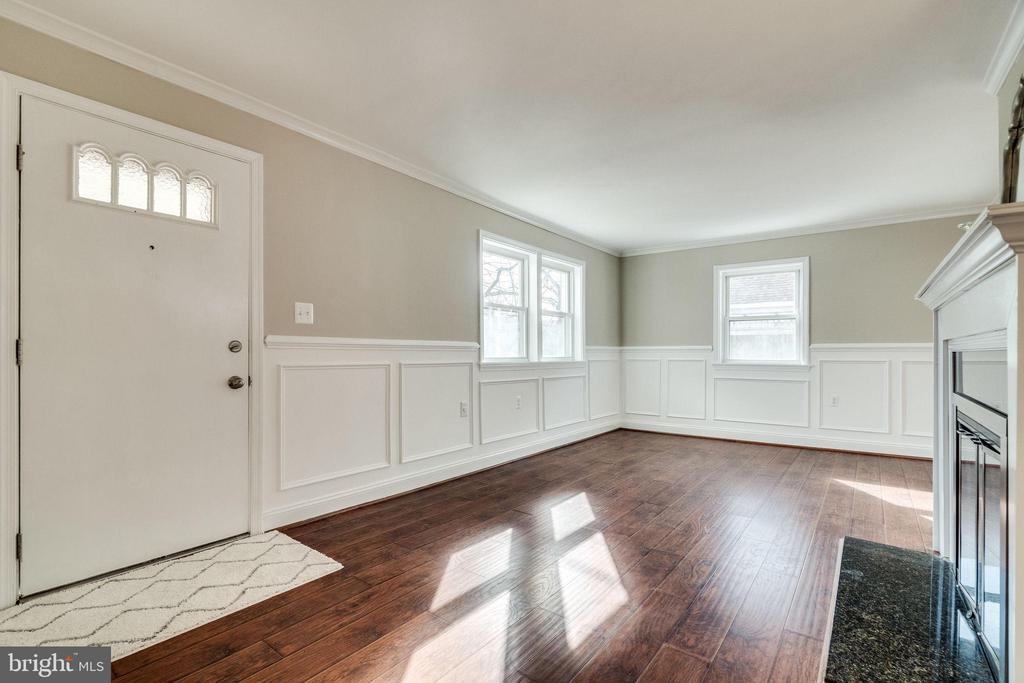 Welcome Living Room - 132 N DONELSON ST, ALEXANDRIA