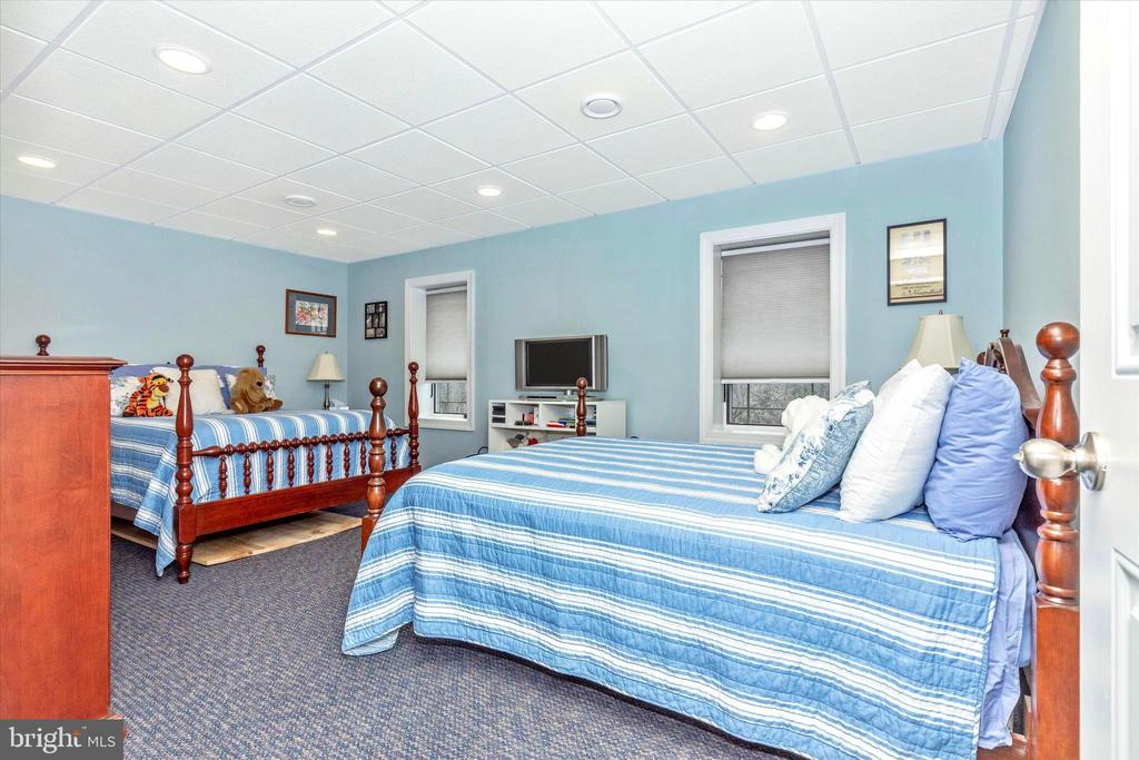 Large Lower Level Bedroom - 7235 WOODVILLE RD, MOUNT AIRY