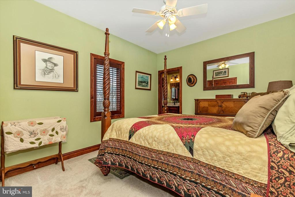 Third Bedroom Suite - 7235 WOODVILLE RD, MOUNT AIRY