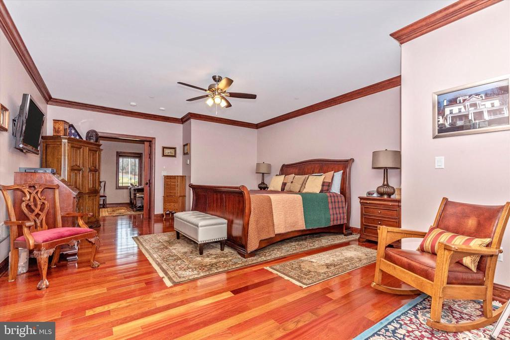 Master Bedroom Suite - 7235 WOODVILLE RD, MOUNT AIRY