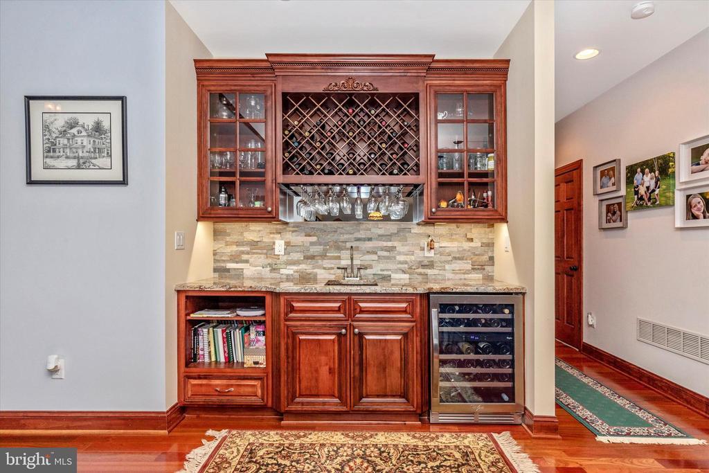 Wet Bar off kitchen - 7235 WOODVILLE RD, MOUNT AIRY