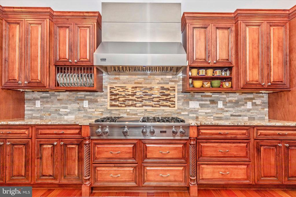 Viking Stove with all handmade maple cabinetry - 7235 WOODVILLE RD, MOUNT AIRY