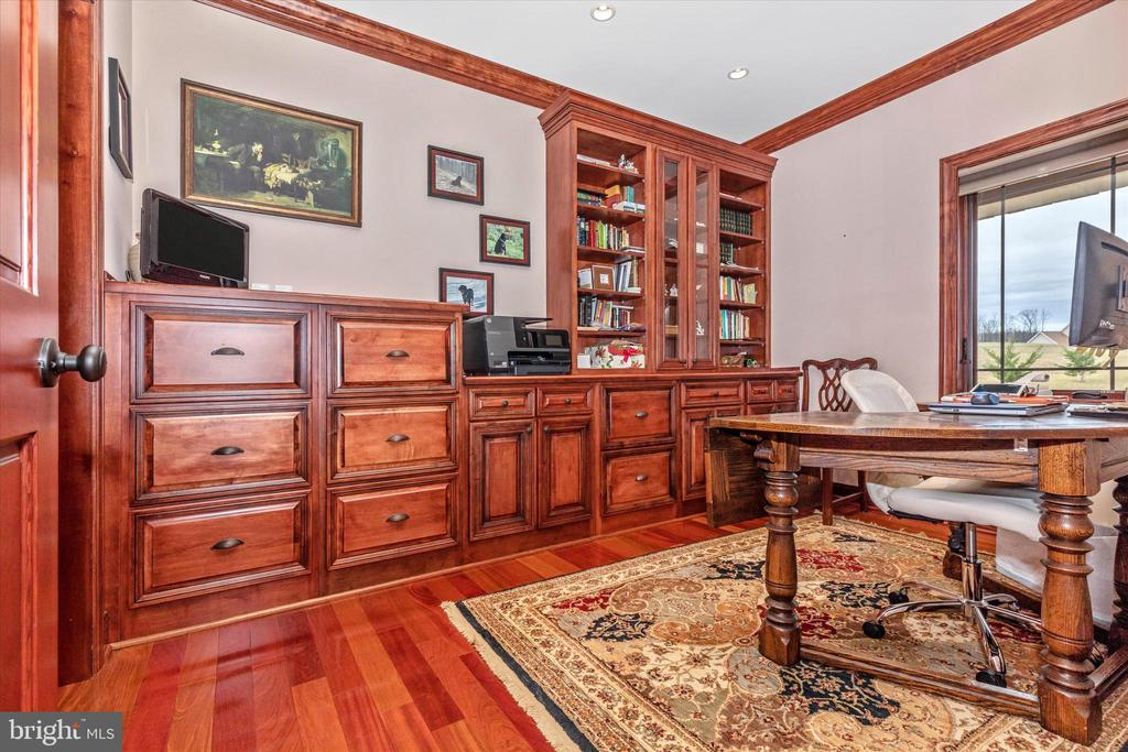 Master Bedroom Suite Office with built-in cabinets - 7235 WOODVILLE RD, MOUNT AIRY