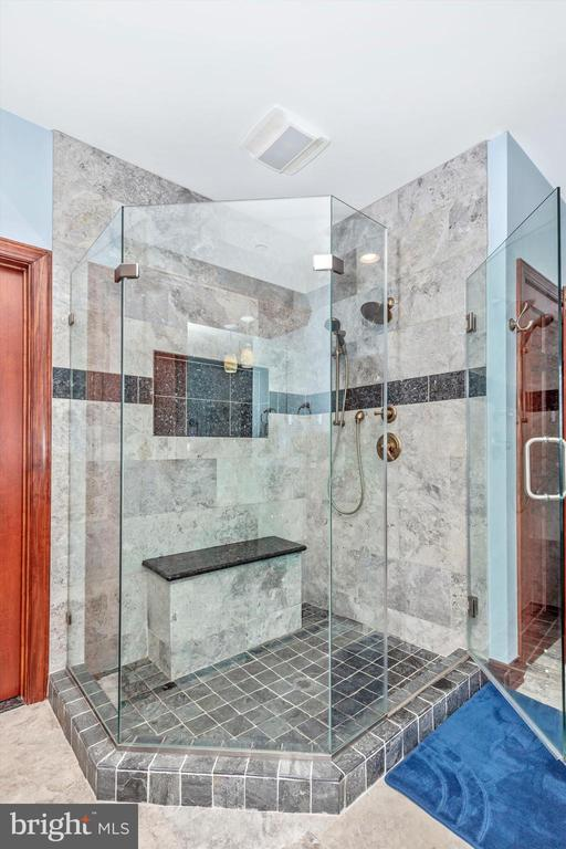 Master Bathroom - 7235 WOODVILLE RD, MOUNT AIRY