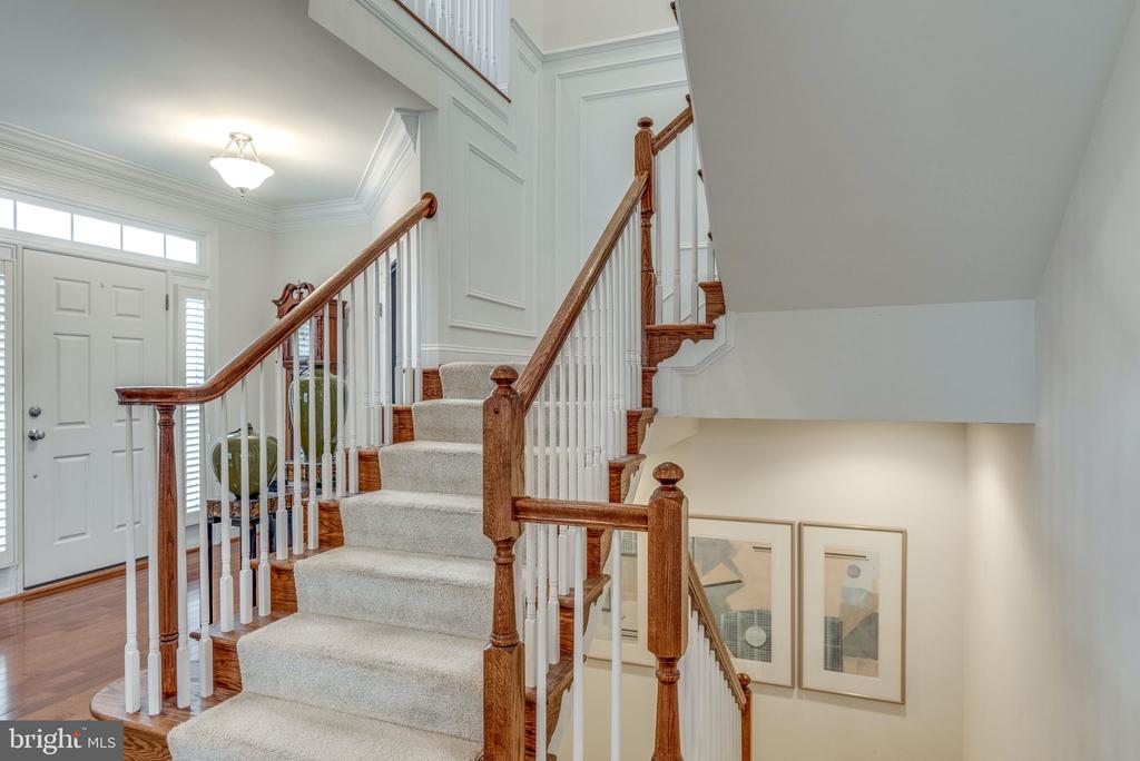 Upgraded Recessed Lights going Up & Down Stairs - 21431 FAIRHUNT DR, ASHBURN