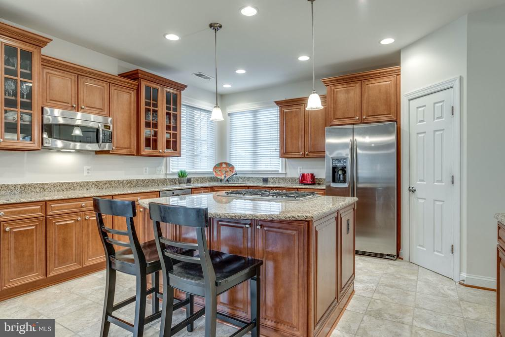 Updated Cabinetry - 21431 FAIRHUNT DR, ASHBURN