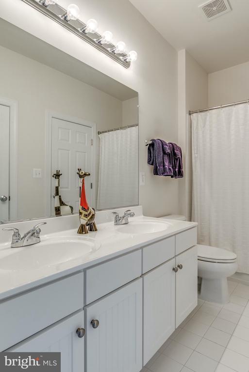 3rd Upstairs Bathroom is Jack & Jill - 21431 FAIRHUNT DR, ASHBURN