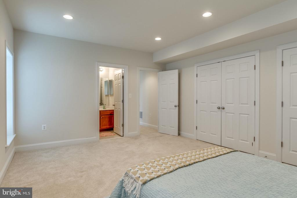 Large Basement Bedroom with Wall of Closets - 21431 FAIRHUNT DR, ASHBURN