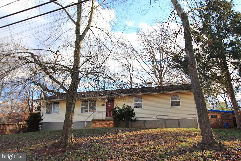 Single Family Homes para Venda às Glenn Dale, Maryland 20769 Estados Unidos