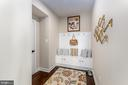 Entry mud room with built-in bench - 14311 BENTLEY PARK DR, BURTONSVILLE