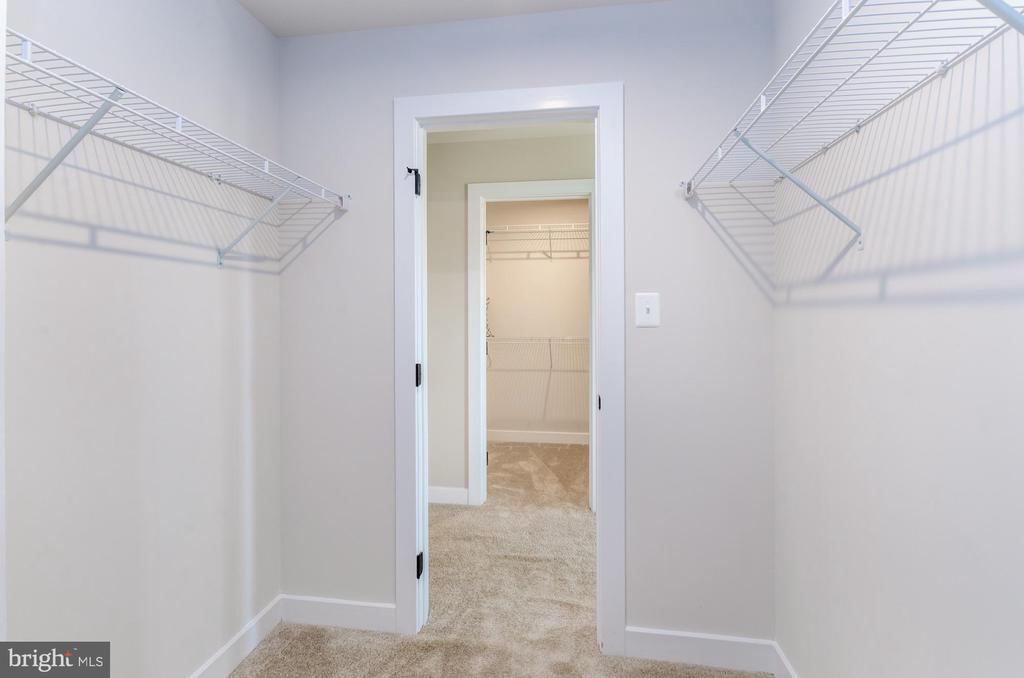Master suite his and her walk-in closets - 14311 BENTLEY PARK DR, BURTONSVILLE