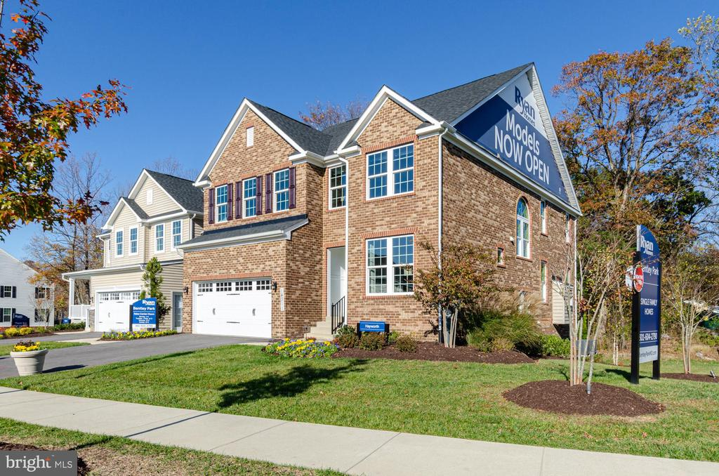 All brick on two sides of this model home - 14311 BENTLEY PARK DR, BURTONSVILLE