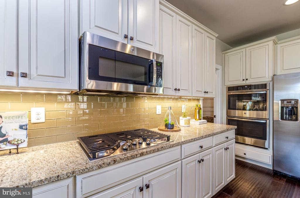Upgraded stainless steel appliance package - 14311 BENTLEY PARK DR, BURTONSVILLE