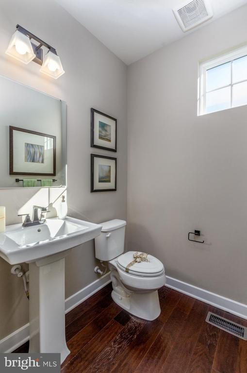 Main floor half bath - 14311 BENTLEY PARK DR, BURTONSVILLE