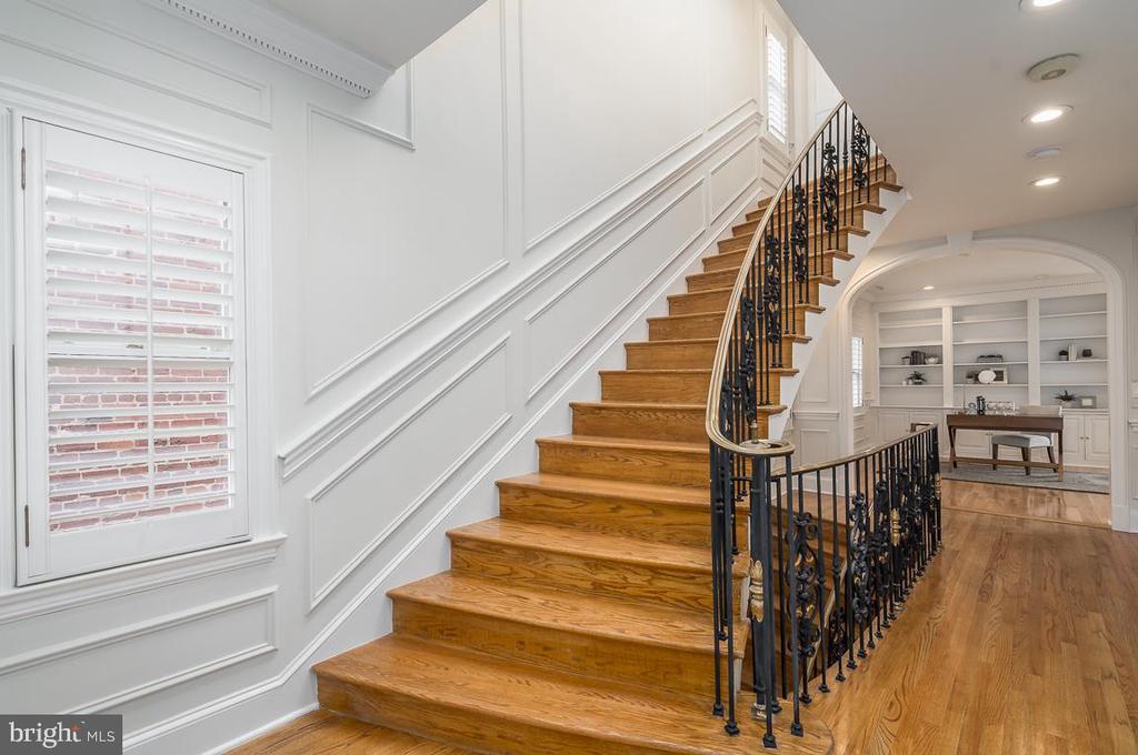 Staircase - 1914 35TH ST NW, WASHINGTON