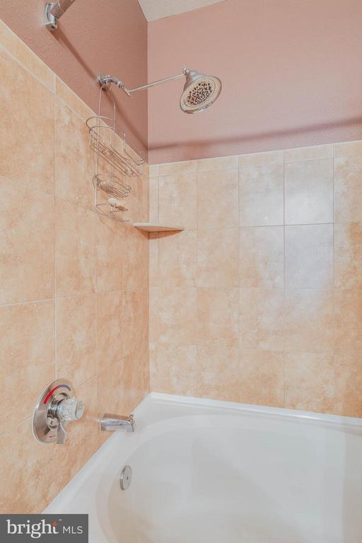 Large soaking tub in both baths - 11750 OLD GEORGETOWN RD #2430, NORTH BETHESDA