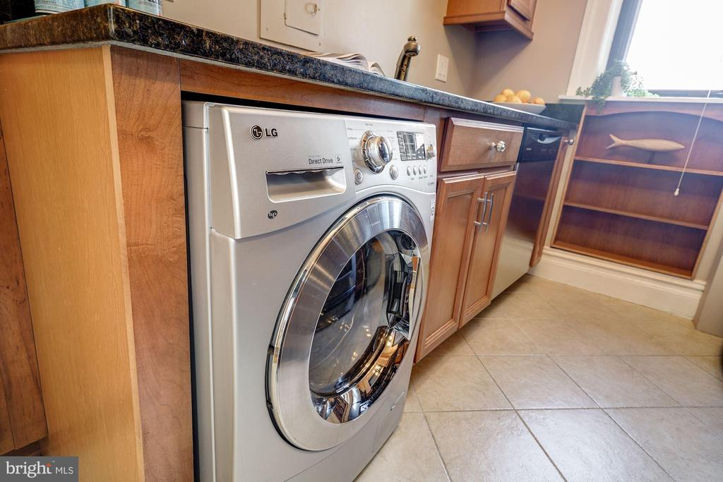 Your very own Washer/Dryer combo! - 1514 17TH ST NW #511, WASHINGTON