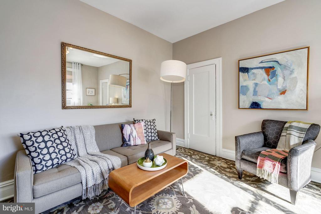 Comfortable living area - 1514 17TH ST NW #511, WASHINGTON
