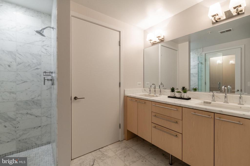 Bathroom 1 - 2001 15TH ST N #1008, ARLINGTON